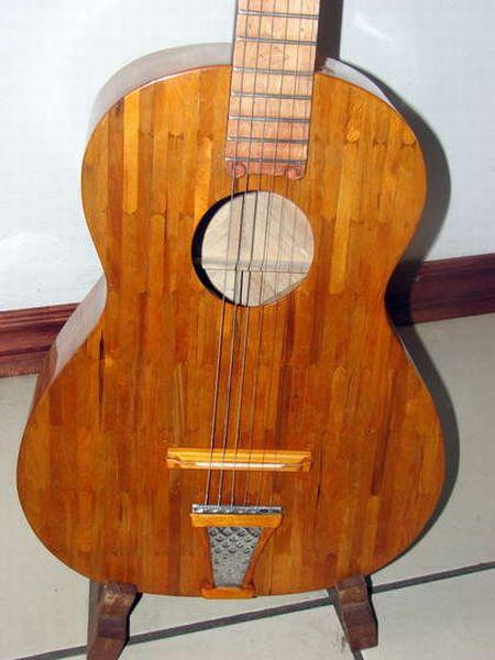 guitarra-hecha-con-palitos-de-helado-02