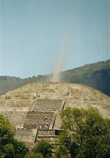 Haz de energia en Pirámide de Chichén Itzá