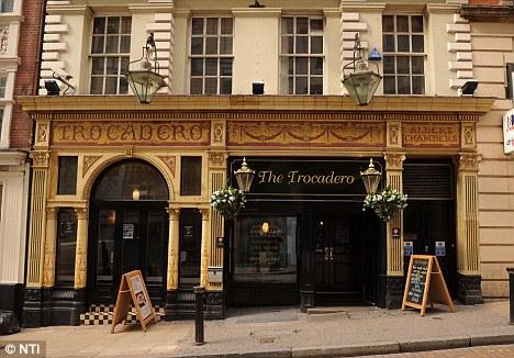 Apariciones fantasmales en bar Ingles