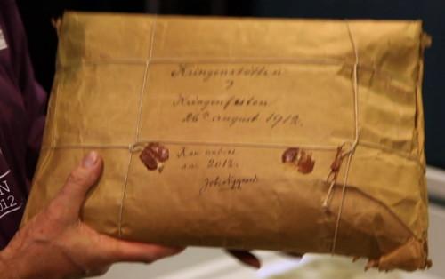 http://asusta2.com.ar/wp-content/uploads/2012/09/paquete-misterioso-de-100-años.jpg