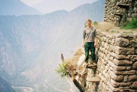 Escaleras flotantes en el camino del inca
