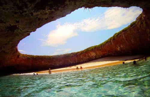 Playa escondida de las Islas Marietas