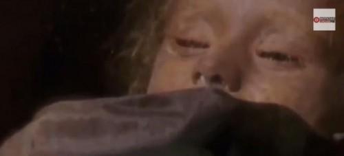 Momia que abre y cierra los ojos