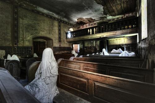 La iglesia de los 9 fantasmas