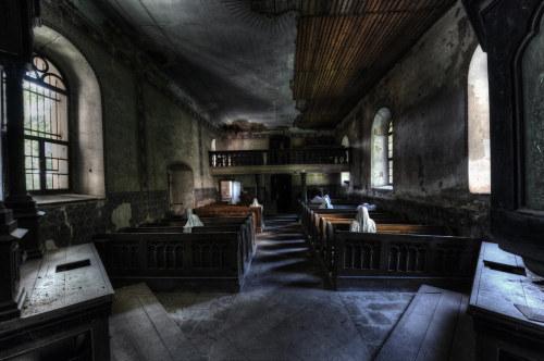 La iglesia de los 9 fantasmas 2