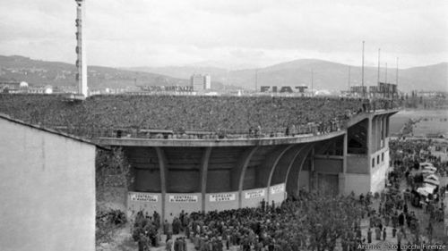 Ovni en partido de futbol en Italia