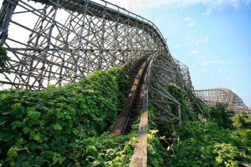 abandoned-roller-coaster-at-nara-dreamland-in-japan-30811
