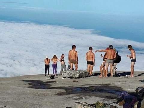 insolito acusados de causar terremoto por desnudarse en montaña sagrada