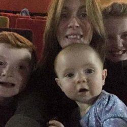 Aparece fantasma en selfie familiar